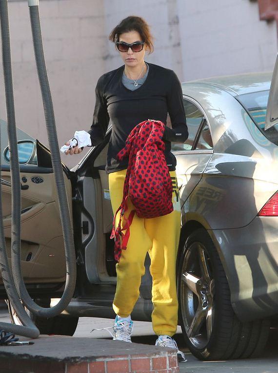 gallery_enlarged-teri-hatcher-yellow