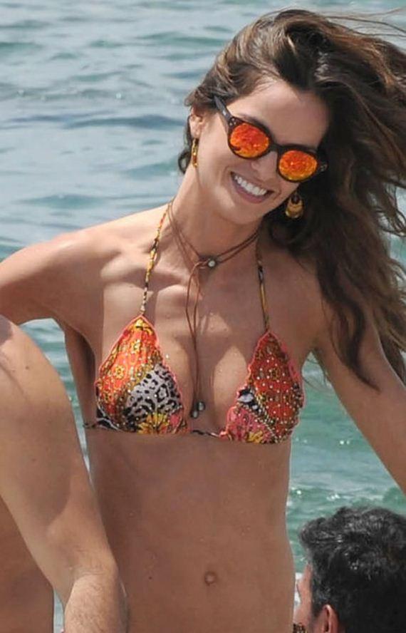 gallery_main-Izabel-Goulart-Ibiza-Bikini