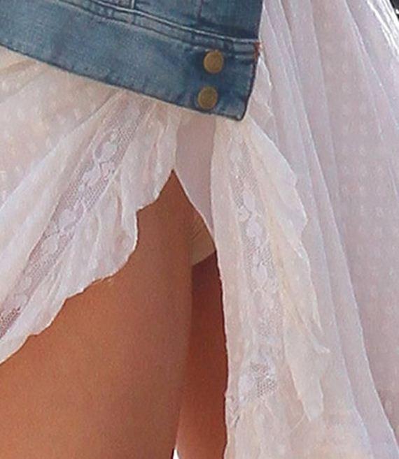 gallery_main-bar-refaeli-upskirt-dress