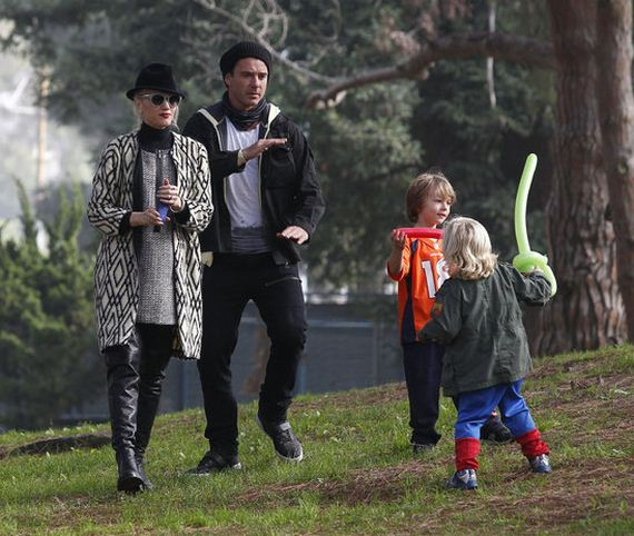 gwen_stefani_attending_a_party_in_a_park_with_her_family