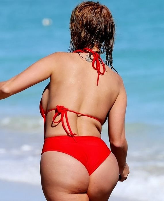 jolena-forde-Boobs-in-a-red-swimsuit