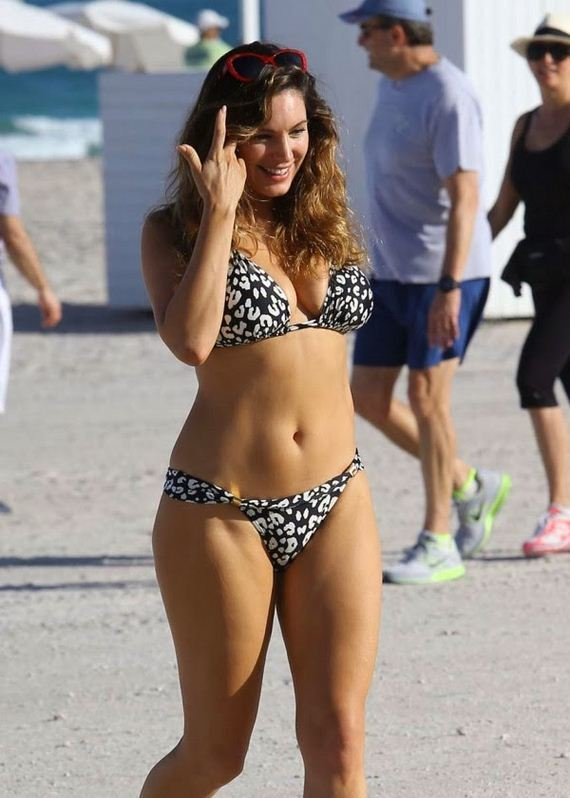 kelly-brook-bikini-6