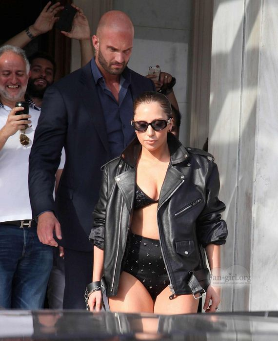 lady-gaga-leaving-her-hotel-in-athens