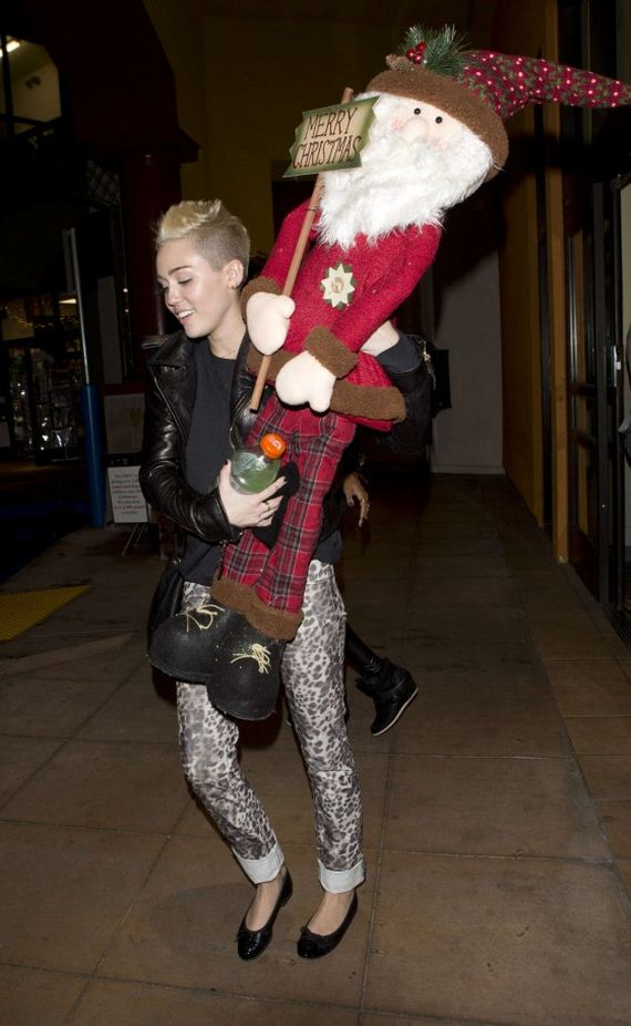 miley-cyrus-xmas-shopping