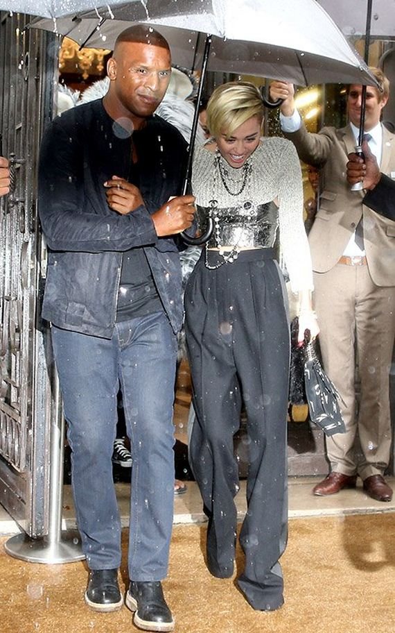 miley-rainy-paris