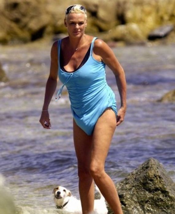 Outrageous Celebrity Swimsuits - Very Stringy Bikinis and ...