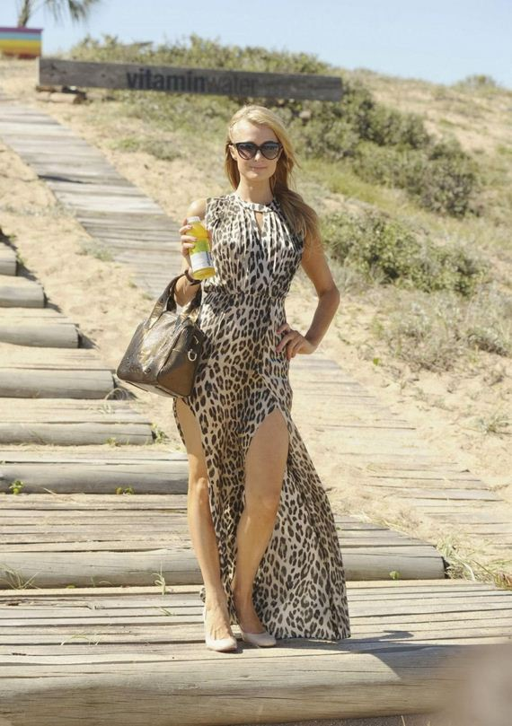 paris-hilton-visits-uruguayan-beach