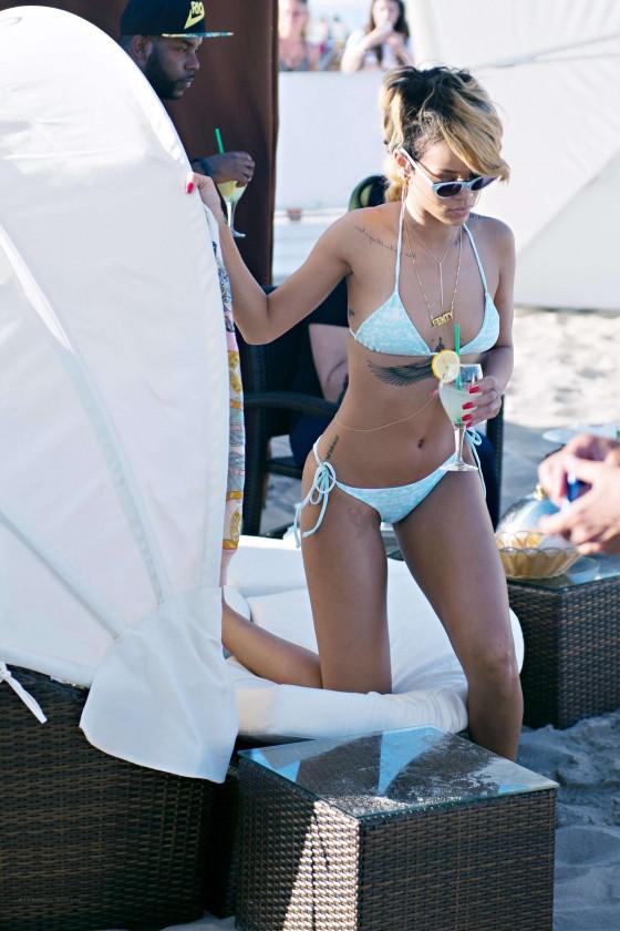 rihanna-bikini-pictures
