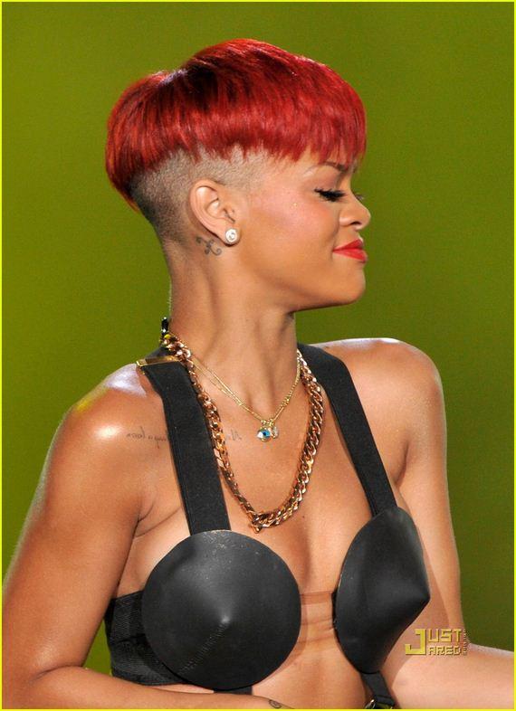 rihannas-red-hair-hot-not-photo