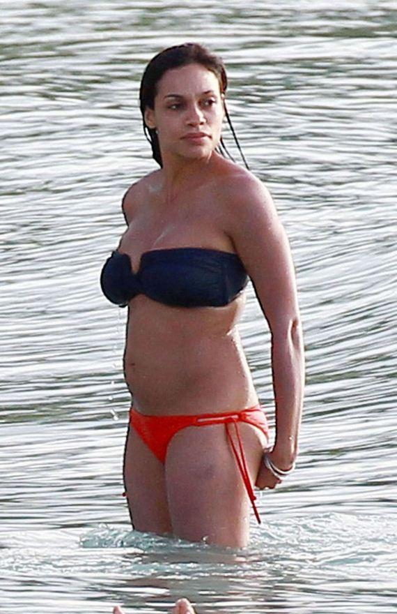 Hot black girl isabella rahman shows us her ass - 4 10
