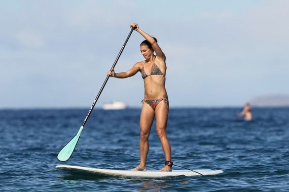 soccer_alex_morgan_bikini_in_hawaii_maui