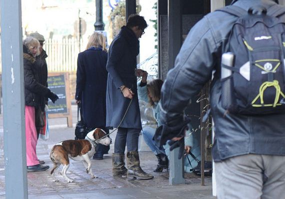 watch_out_kate_moss_stumbles_over_while_walking_her_dog