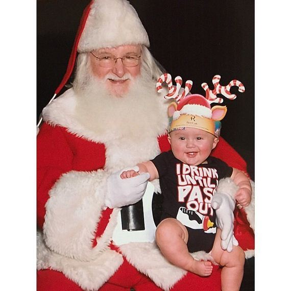 Kelly-Clarkson-Baby-Daughter-Picture-Santa