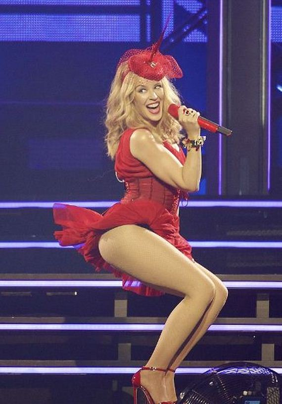 Kylie-Minogue-puts- red-hot-performance