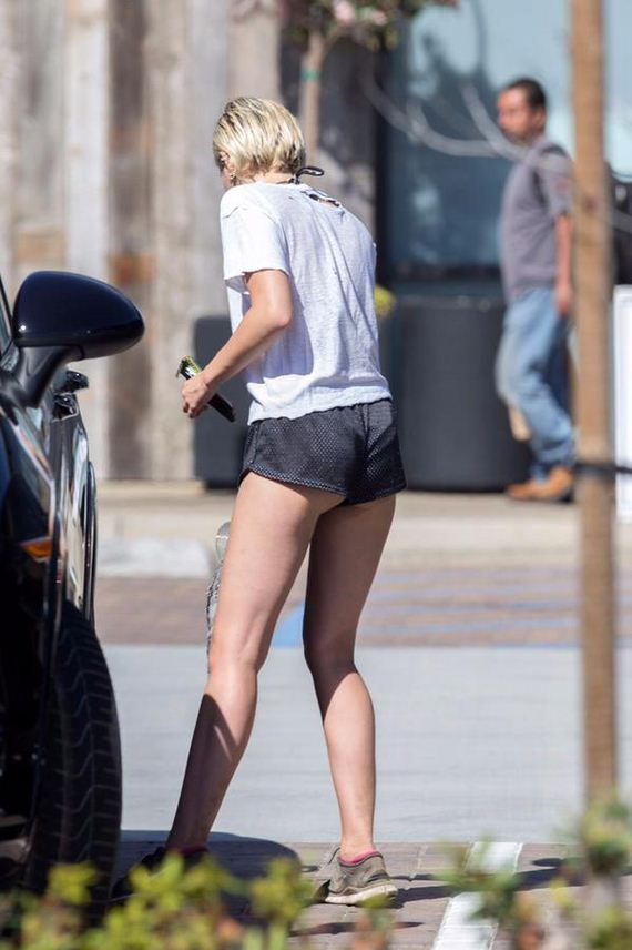 Miley-Cyrus-tiny-shorts