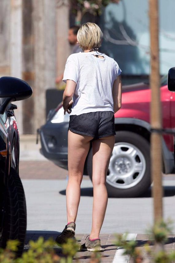 Miley-Cyrus-tiny-shorts