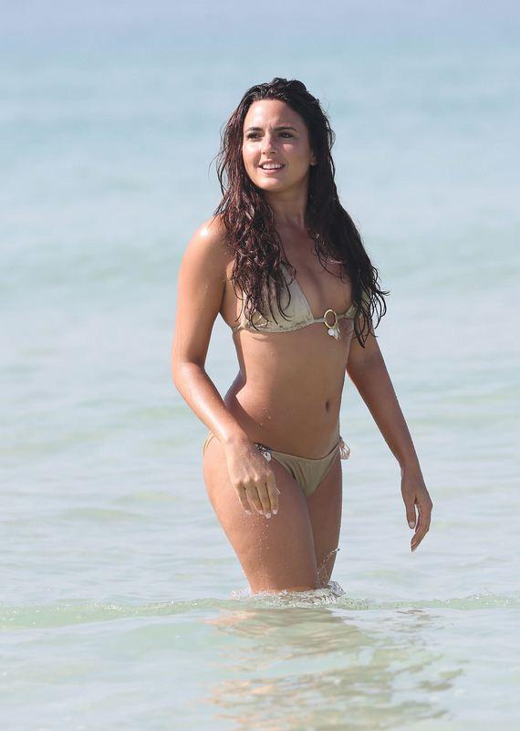 Nadia-Forde-bikini