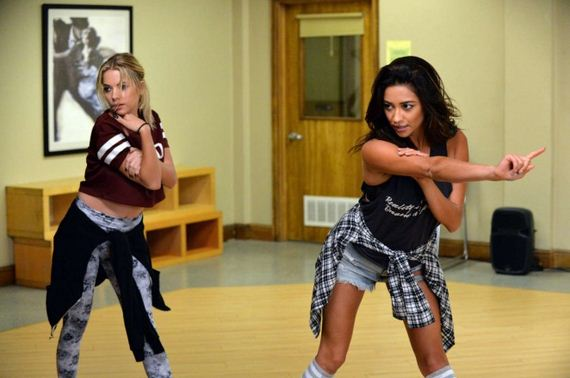 Shay-Mitchell-and-Ashley-Benson -Pretty-Little
