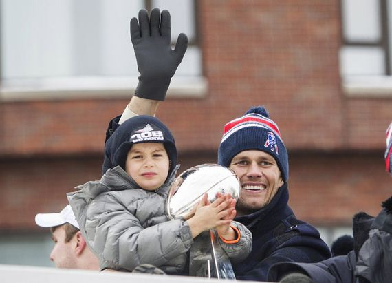 Tom-Brady-Kids-Super-Bowl-Parade-2015