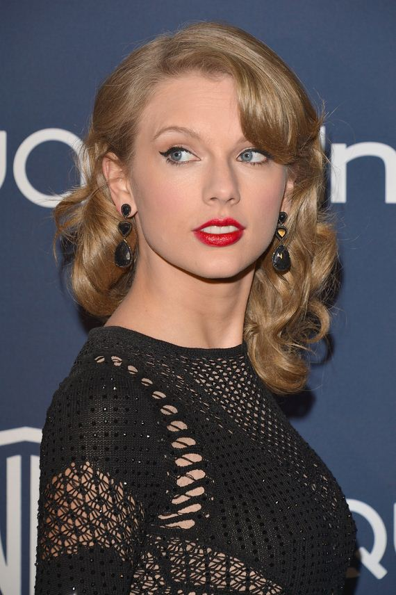 Wearing-Red-Lipstick