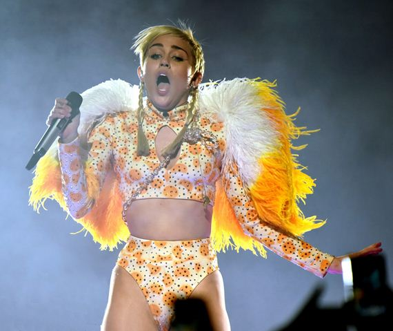 gallery_enlarged-Miley-Cyrus-Crotch