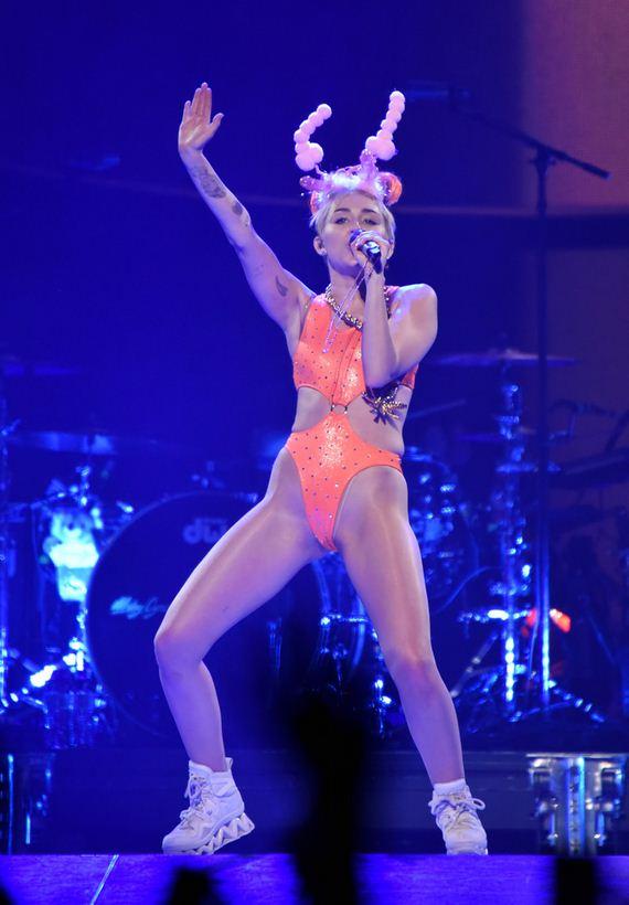 gallery_enlarged-Miley-Cyrus-Crotch
