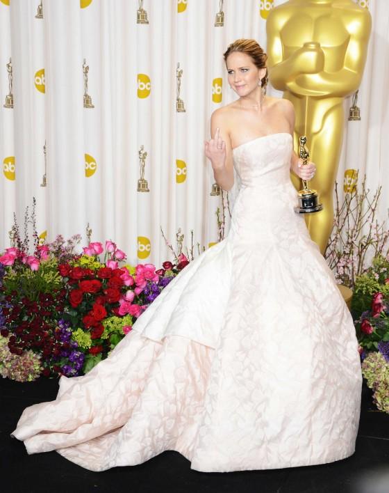 02-Jennifer-Lawrence-Oscars-GIF