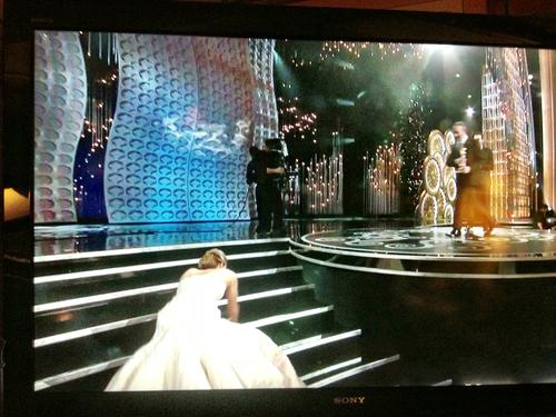 13-Jennifer-Lawrence-Oscars-GIF