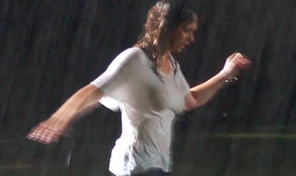Jennifer Love Hewitt Wins The Wet T Shirt Contest