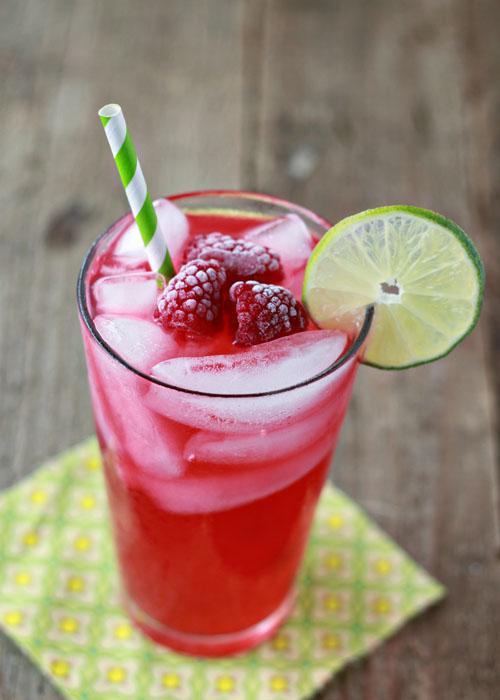 Iced-Raspberry-Green-Tea-Limeade