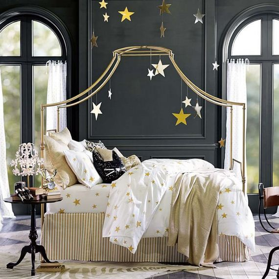 10-Canopy-Beds