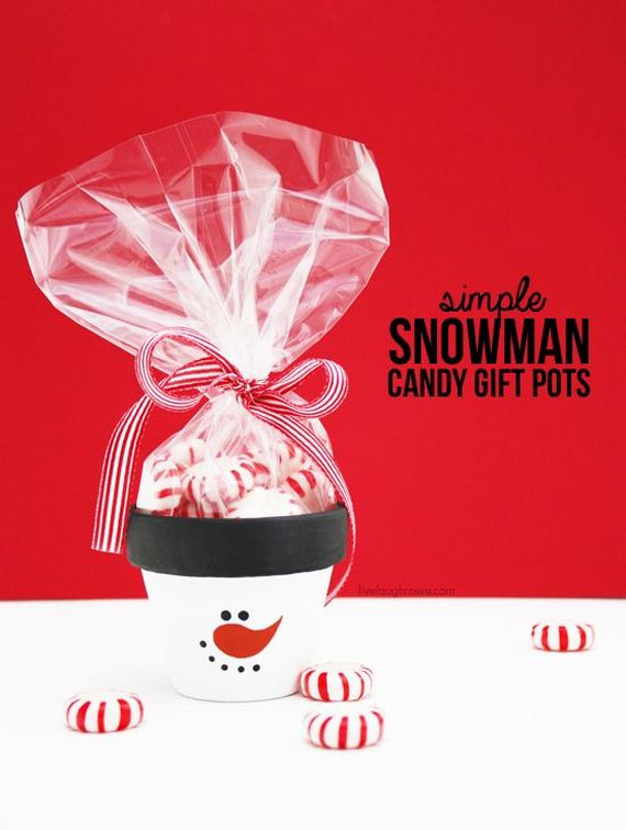 DIY Simple Snowman Candy Gift Pots! Perfect for a holiday party favor or secret santa gift! More details at livelaughrowe.com
