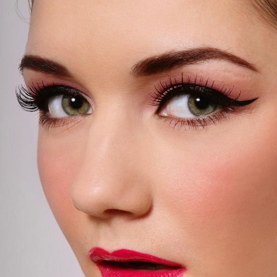 01-Cat-Eye-Makeup-Tutorial