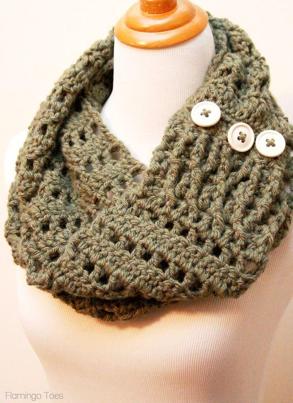 01-DIY-Chunky-Crochet-Infinity-Scarf