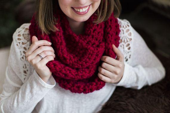 07-DIY-Chunky-Crochet-Infinity-Scarf