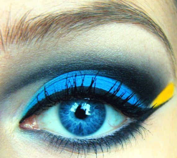09-Deep-Blue-Inspired-Eye-Makeup