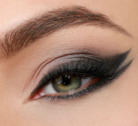13-Cat-Eye-Makeup-Tutorial