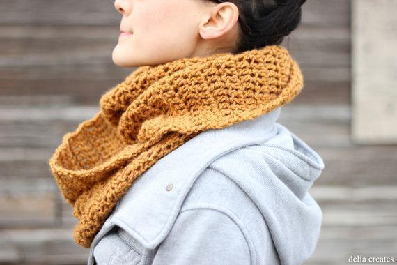 13-DIY-Chunky-Crochet-Infinity-Scarf