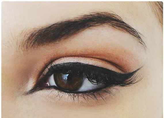 21-Cat-Eye-Makeup-Tutorial