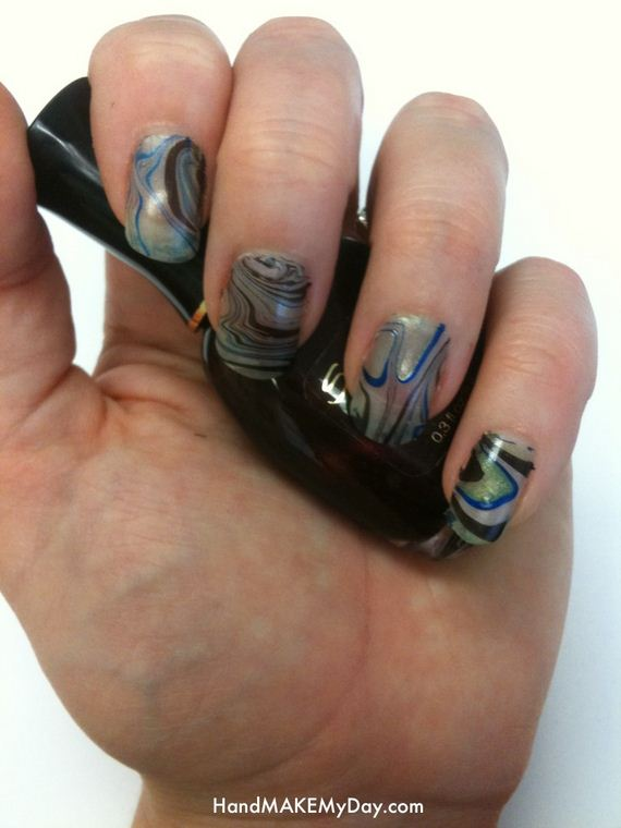 01-water-marble-nails-with-elmers-glue