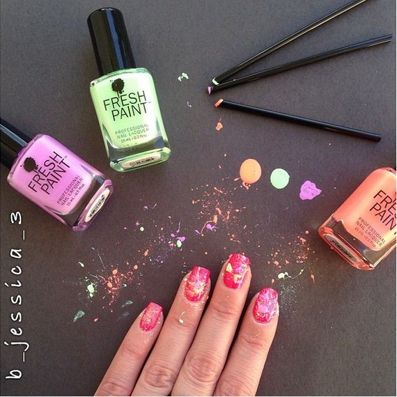 03-water-marble-nails-with-elmers-glue