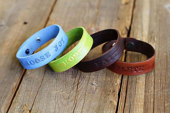 06-Leather-Bracelet-Tutorials