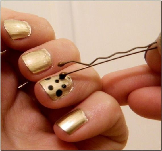 06-water-marble-nails-with-elmers-glue