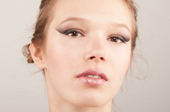10-Cat-Eye-Winged-Liner-Tutorial