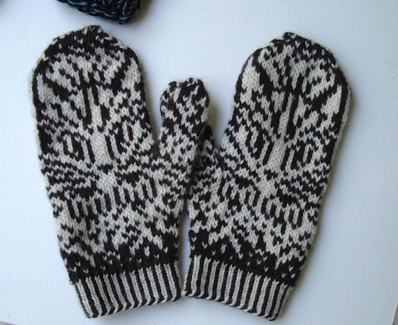 14-Everyone-Loves-Mittens