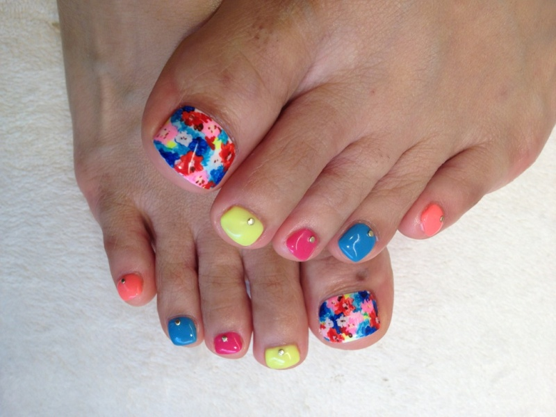 08-Toenail-Designs-Summer