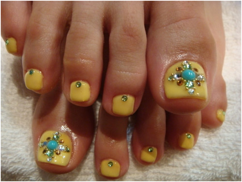 11-Toenail-Designs-Summer