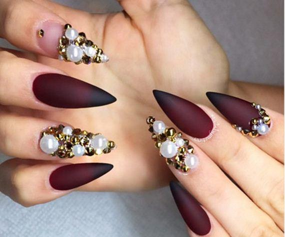 03-stiletto-nails