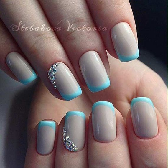 09-French-Tip-Nails