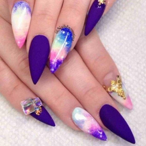09-stiletto-nails